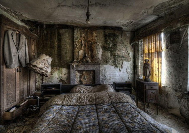 Inside 9 of the Planet's Creepiest Abandoned Cottages ...